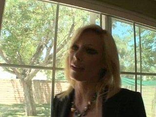 Holly Michaels gepenetreerd door twee lullen