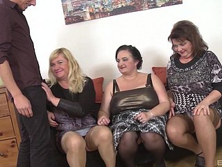 Homemade group sexual intercourse combo unite with matured babes Ria Threatening & Laura Modulation