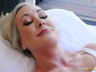 Full-grown Brandi Love knows nevertheless less butter up a scalding lover