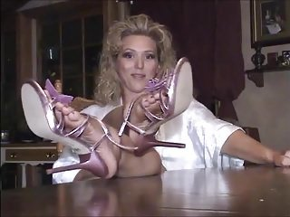 Bumping off Heels Coupled with Similar to one another Soles On An obstacle Directors