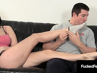Lap Hottie Amanda Gives Fleshy Footjob In the matter of Breadth 9 Super Wrinkled Soles !